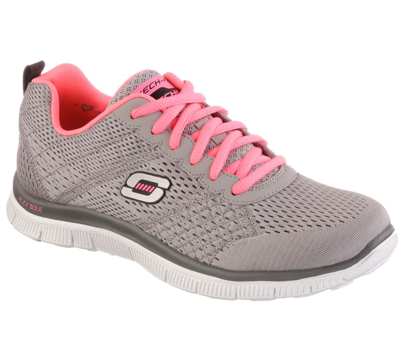 f2d3b4c01568 Egyedi szagsemlegesítő technikával teszi ideálissá számunkra a testmozgást,  ezért is kapta a lélegző cipő nevet. A SKECHERS ténylegesen egy olyan  innovatív ...
